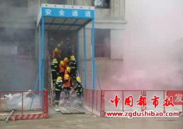 """""""停工1小时!""""航空港150余个在建工地工人组团看消防直播"""