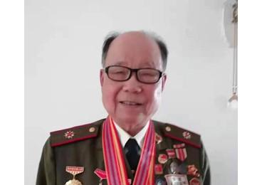 捐赠红色书籍 讲述党史故事----军休干部涂纪章向郑州市档案馆捐赠红色书籍讲述党史故事